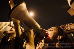 Manifestacao na Mare 02.07.13_11_Foto de AF Rodrigues_2 (AF Rodrigues) Tags: brasil riodejaneiro mulher garota favela mar 295 megafone passeata militante 2013 manifestaopopular complexodamar afrodrigues estadoquematanuncamais