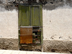Puerta verde oliva/Olive green door (Joe Lomas) Tags: door puerta