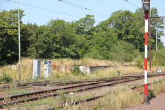 Disused loading ramp , Boguszw-Gorce train station 05.08.2013 (szogun000) Tags: railroad station canon tracks poland polska rail railway disused siding pkp boguszwgorce loadingramp lowersilesia dolnolskie dolnylsk canoneos550d canonefs18135mmf3556is d29274