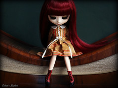 Alien (pure_embers) Tags: uk red scarlett girl fashion dark asian dolls sad dress wine gothic queen planning pullip pure lunatic jun embers obitsu lunaticqueen misswrenn pureembers