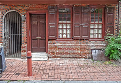 119 Elfreth's Alley (Atelier Teee) Tags: door philadelphia window pennsylvania shutters portal cellar elfrethsalley atelierteee terencefaircloth