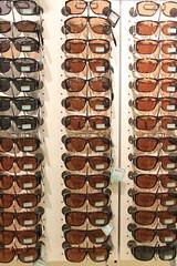 Solglasögon på rad (auzgos) Tags: glasögon affär solglasögon gekås fotosondag glasogon fs130922