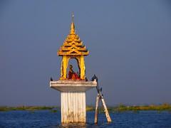 Buddhist statue in Inle Lake (Myanmar 2013)