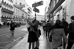 Le baiser (Paolo Pizzimenti) Tags: paris film couple paolo saintlazare olympus amour f18 opra rue arrondissement zuiko gens omd argentique baiser amoureux urbaine em1 doisneau 17mm m43 mirrorless ixme hymnes
