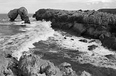 Castro de las Gaviotas (I'M (Iris Martnez)) Tags: blackwhite analog monochromatic landscape analgico sea asturias film