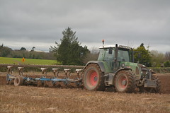 Fendt 820 Tractor with a Lemken EurOpal 7X 6 Furrow Plough (Shane Casey CK25) Tags: fendt 820 tractor lemken europal 7x 6 furrow plough green agco castletownroche beans ploughing turn sod turnsod turningsod turning sow sowing set setting tillage till tilling plant planting crop crops cereal cereals county cork ireland irish farm farmer farming agri agriculture contractor field ground soil dirt earth dust work working horse power horsepower hp pull pulling machine machinery nikon d7100 traktor tracteur traktori trekker trator ciągnik