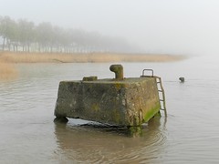 Bollards (Daniel Biays) Tags: bollards pauillac lagironde brouillard fog