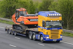 YJ59 CFU (panmanstan) Tags: scania r480 wagon truck lorry commercial lowloader freight transport haulage vehicle m18 motorway langham yorkshire
