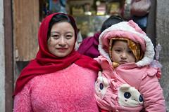NPL - Nepalese mother & daughter - Patan (VesperTokyo) Tags: katmandu kathmandu asia nepal nepalese ネパール人 mother baby パタン patan pink