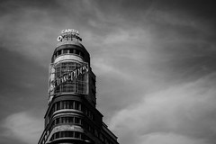 Edificio Carrión (Fran Santiago) Tags: spain nikon photography photo night longexposure landscape travel city art nature flower cool love monument history park square street vacation paisaje holiday flickr colour contrast madrid blancoynegro