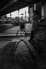 IMG_8052 (Moss Chen) Tags: 京都 斑馬線 行人 腳踏車 光影 黑白