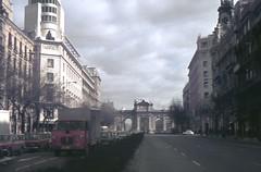 Puerta de Alcalá (rrodriguez16) Tags: rarb1950 analog film 35mm voigtländer bessamatic colorskopar 50mmf28 kodak kodachrome colorslides