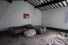 Pollock / Abandoned farmhouse (Cristianella) Tags: abandoned farmhouse abbandonata casa colonica pollock sofa