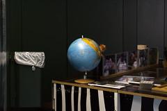 relationship (bloeemb) Tags: zoofrankfurt globe globus interior