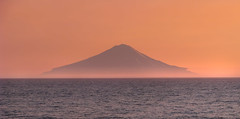 atlasova island at sunset from cape kambal'nyy, kamchatka (Russell Scott Images) Tags: atlasovisland ostrovatlasova kurilislands kurileislands sunset cape mys kambal'nyy kamchatkapeninsula russianfareast russia