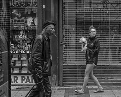 Market Street, 2017 (Alan Barr) Tags: philadelphia 2017 marketstreet marketstreeteast marketeast street sp streetphotography streetphoto blackandwhite bw blackwhite mono monochrome candid people city olympus omd em5