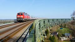"""218.380-4 + 218.xxx-x DB, IC 2310 """"Nordfriesland"""", Wilster – Burg (Dithmarschen) (cz.fabijan) Tags: railway železnice train vlak locomotive lokomotiva bahn zug br218 218380 ic2310 nordfriesland hochbrücke hochdonn db deutschebahn dithmarschen burg 218 d de deutschland německo germany schleswig holstein šlesvicko holštýnsko marschbahn kbs130 130 intercity"""