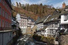 Fachwerkbauten entlang der Rur... (Frank Güldner) Tags: monschau städte