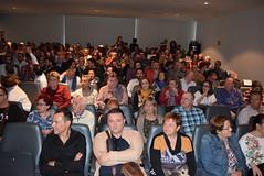 Lleno hasta el fondo del salón de actos del Museo de Almería. (almeriainformacion) Tags: cine documental la fosa borrada del sur memoria histórica almería museo de