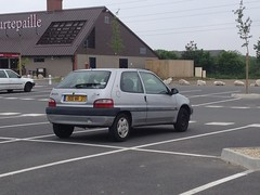 Citroen Saxo de 2000 800 WA 37 - 22 mai 2013 (Rue Joseph Cugnot - Joue-les-Tours) (Padicha) Tags: auto new old bridge france water grass car station electric truck river french coach ancient automobile eau indre may police voiture ruine cher rest former 37 nouveau et loire quai franais nouvelle vieux herbe vieille ancienne ancien fleuve nationale vehicule lectrique reste gendarmerie gazon indreetloire franaise pave nouveaut vhicule utilitaire restes vgtalise letramdetours padicha