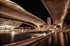 Puentes en la ciudad (Jose Casielles) Tags: valencia puente noche edificio ciudad puentes nocturnas yecla ciudaddelasartesylasciencias josecasiellesfotógrafo iluminaciónagua