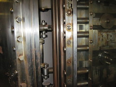 080 (bwiggins55) Tags: bank vault safe woolworthbuilding safedepositbox