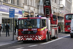 BX07FND / TL52 Mercedes Econic Turntable Ladder of London Fire Brigade (Ian Press Photography) Tags: london strand fire mercedes benz turntable fireman service firemen ladder emergency firefighter firefighters services brigade 999 merc lfb econic bx07fnd tl52