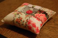 pincushion 30 (Studio Paars) Tags: hand needlework stitch squares handmade embroidery buttons sewing machine fabric stitching pincushion scraps patchwork embroidered tutorial herringbone hgk showonblog borduren hetgroenekamertje hgkhandmade