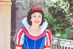 Snow White (dolewhip) Tags: disneyland character disney snowwhite fantasyland disneyprincess princesssnowwhite snowwhitesgrotto disneyparks facecharacter facecharacters