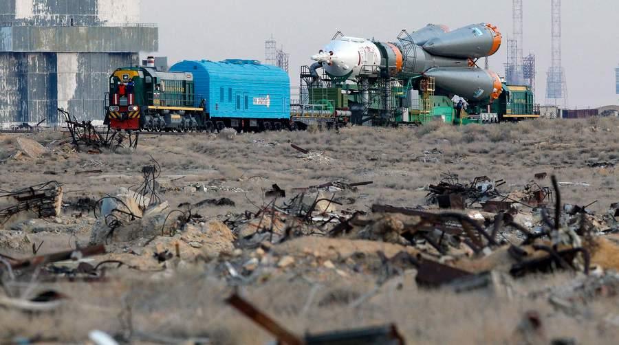 Монтаж корабля «Прогресс» на Байконуре. Фото Сергея Пономарёва, Associated Press