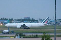 B777-300ER Air France (F-GZNI) à SGN, décollage vers PNH (AF144) - 2 (Bertrand Duperrin) Tags: planes boeing avion airfrance sgn b777 b777300er af144 fgzni