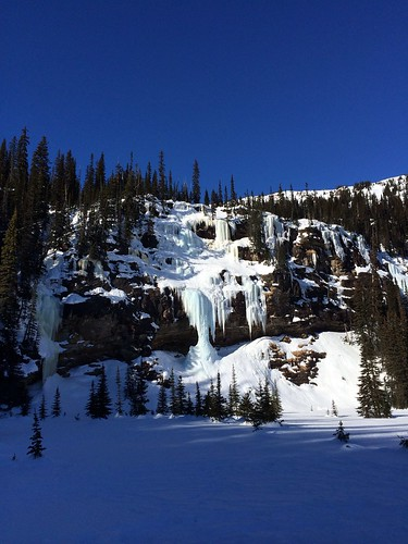Gefrorener Wasserfall irgendwo im Nirgendwo