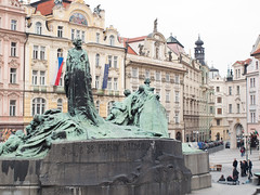 Jan Hus memorial at the Old Town Square in Prague (Carlos Ciudad - Stock Photography) Tags: plaza travel houses people history tourism monument square memorial europa europe gente prague monumento culture praha praga olympus flags tourists viajes czechrepublic casas oldtown turismo banderas historia cultura gettyimages turistas staremesto republicacheca janhus ciudadvieja e520 husitas cctrillastock