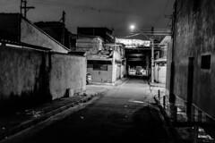 Guarulhos, SP (Th. C. Photo) Tags: gru guarulhos sp sãopaulo street streetphotography streetphoto streetphotographysp photography fotografia rua fotografiaderua pretoebranco blackandwhite pb bw