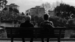 (Antonio Álvarez Valero) Tags: black white blanco y negro old couple pareja mayor sony bench banco monocromático gente people