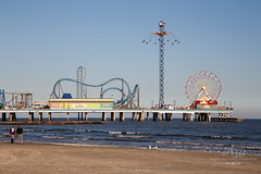 A Nice Stroll (Angela Weirauch Photography) Tags: galveston pleasurepier seawall texas canon canon6d 6d ef24105mm amusement rides games water piers ocean waves