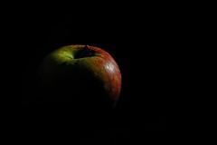 Clair obscur de pomme (hboutrouille) Tags: clairobscur pomme apple fruit