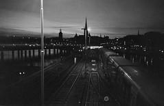 Stockholm 07.04.17 (doc-harvey) Tags: stockholm sweden hwschlaefer docharvey contax t trix400 tx400 film analog scan from print bw bwfp blackandwhite blancetnoir schwarzweis evening