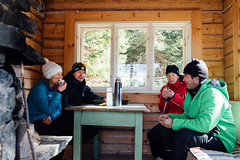 Tervalepikon_torpat-makkaran_syönti-IidaHollmen (OutdoorsFi) Tags: tervalepikontorpat winter mennäänmetsään sysmä campfire sausage