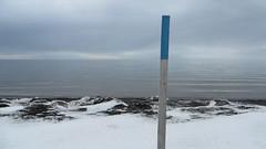 Blue Sky Studio (Robert Saucier) Tags: saintelucesurmer sainteluce ciel sky neige snow hiver winter poteau mer sea fleuve fleuvesaintlaurent saintlaurent saintlawrence img7903 bleu blue blanc white