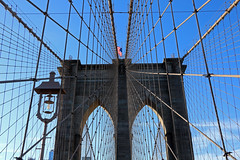 Web (the_orl) Tags: architecture architektur brooklyn bridge new york city blue sky rope cabel spanning span east river oldest flag
