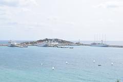 Ibiza (España) (avasic) Tags: geografíafísica physicalgeography barcos boats marmediterraneo mediteranean sea coast costa ibiza trees relieve orografía hidrología erosión turismo nubes infraestructura barco