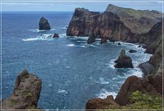 Madère : Ponta de Sào Lourenço (MyLavie) Tags: madère océan eau cote montagne rochers vagues nikon myla mylènelavie