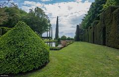 Jardin d'Eyrignac-6 (palounic) Tags: rouge dordogne jardin jardins eyrignac manoir vert
