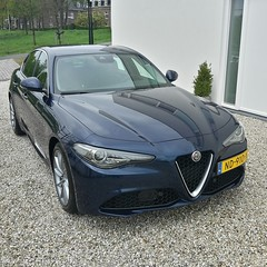 Test drive Blu Montecarlo Giulia (iBSSR who loves comments on his images) Tags: test drive alfa romeo giulia super business blu montecarlo gravel driveway bssr house