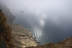 Isla Mitjana a los pies de Sierra Helada (Jose A. Parra) Tags: costablanca sierrahelada playa beach benidorm albir mountain climbing trekking senderismo sun sol niebla acantilado rocas