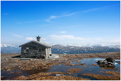 Perfect view (Explored) (Tommy Roenningen) Tags: blue summer sky mountain norway norge spring cabin nikon fjell hytte d700 mygearandme mygearandmepremium sterfjellet