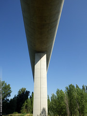 le viaduc TGV de Verngues (Dominique Lenoir) Tags: france puente photo paca viaduct ponte brug provence brcke viaduto viaducto southfrance bouchesdurhne silta viadukt viadotto provencealpesctedazur 13116 verngues maasilta viadukti dominiquelenoir