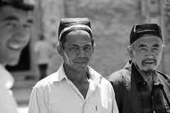 Mix of People and Cultures (keltikee) Tags: world portrait people bw men gente retrato pueblo chinese monde chinois mirada melange soie seda mundo hombre mixture homme chino peuple mezcla regarde
