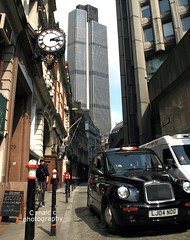Old & New - Tower 42 with taxi (Malc ) Tags: london photo photos cab taxi transport malc tower42 cityoflondon londontaxi mowlem photosof richardseifert 25oldbroadstreet malcc johnmowlem pellfrischmann malcolmchapman nathankirsh nationalwestminstertower malcolmpchapman